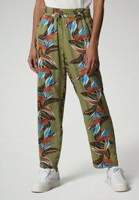 Napapijri - MELOR - Trousers - multi flower - 0