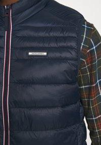 Jack & Jones - JJEACE BODYWARMER COLLAR NOOS - Liivi - navy blazer - 4