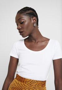 Anna Field - 2 PACK  - Jednoduché triko - white - 4