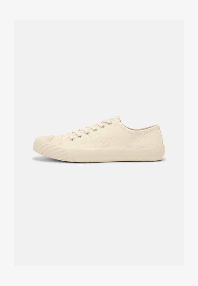 RETRO RUNNING - Baskets basses - off white