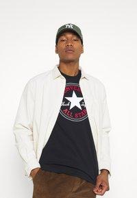 Converse - CHUCK TAYLOR ALL STAR PATCH GRAPHIC TEE - Print T-shirt - black - 3