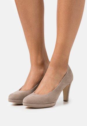 High heels - kiesel