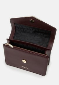 Ted Baker - PATENT QUILTED ENVELOPE MINI XBODY BAG - Across body bag - purple - 2