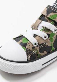 Converse - CHUCK TAYLOR ALL STAR - Zapatillas - black/khaki/white - 2