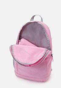 Nike Sportswear - ELEMENTAL UNISEX - Batoh - pink/pink/light smoke grey - 2