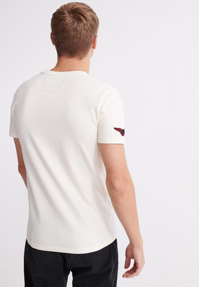 Superdry MERCH STORE BAND - T-Shirt print - riff white/weiß k5OPGO