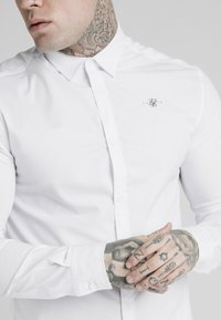 SIKSILK - STANDARD COLLAR SHIRT - Formal shirt - white - 4