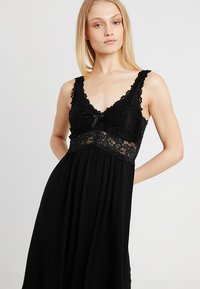Hunkemöller - SLIPDRESS - Nightie - black - 3