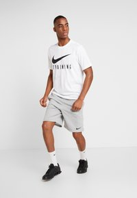 Nike Performance - DRY SHORT - Korte broeken - dark grey heather/black - 1