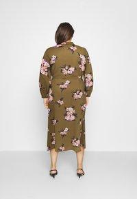 Vero Moda Curve - VMNEWALLIE  - Shirt dress - beech/newallie - 2