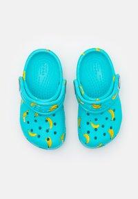 Crocs - CLASSIC FOOD - Pool slides - digital aqua - 3