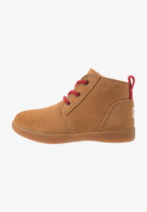 KRISTJAN - Baby shoes - chestnut