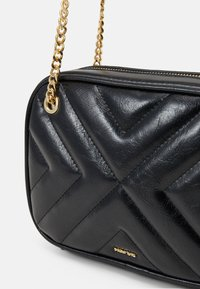 PARFOIS - CROSSBODY BAG LANNISTER - Across body bag - black - 3
