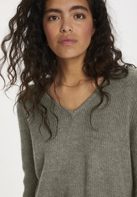 Soaked in Luxury - Jumper - vetiver - 3