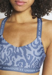 Under Armour - CROSSBACK LOW PRINT - Light support sports bra - mineral blue - 4