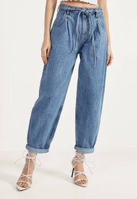 Bershka - Jeansy Relaxed Fit - blue denim - 0