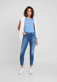 Tommy Jeans - NORA MID RISE SKNY ANKL ZIPMNM - Jeans Skinny Fit - maine mid bl str - 1