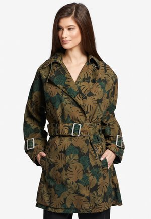 LUCILLE - Trenchcoat - green/brown