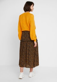 JUST FEMALE - FIJI SKIRT - Maxi skirt - black/yellow - 2