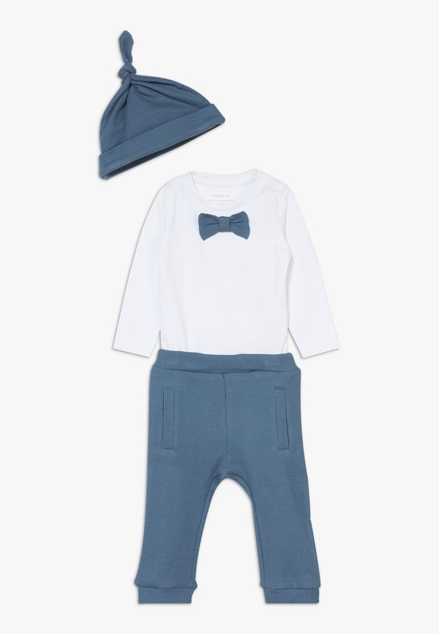 NBMFILIP GIFTPACK SET - Bonnet - china blue