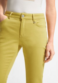 comma - Slim fit jeans - green - 2