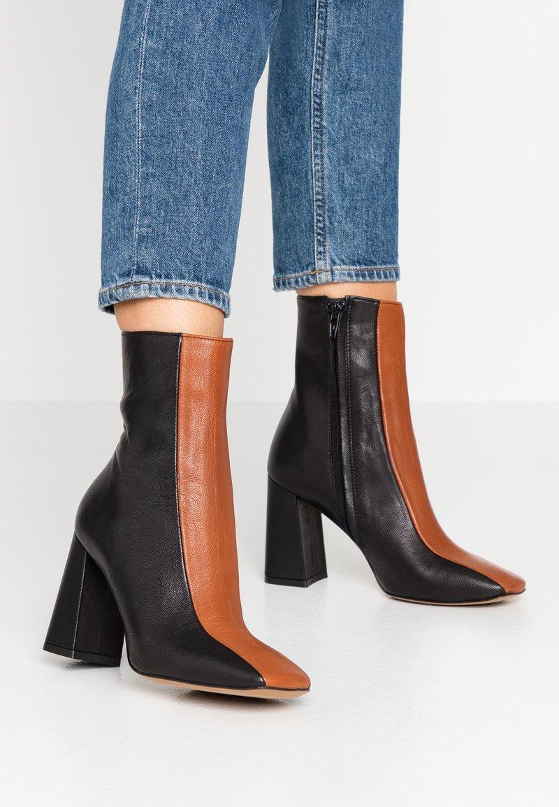Bianca Di - Ankelboots med høye hæler - nero