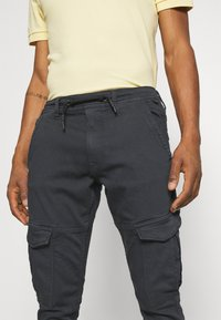 Pepe Jeans - JARED - Cargo trousers - admiral - 3