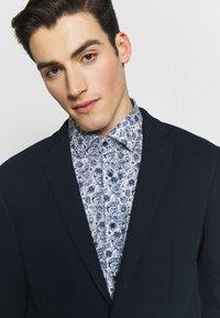 Calvin Klein Tailored - DOUBLE STRUCTURE - Blazer jacket - blue - 4