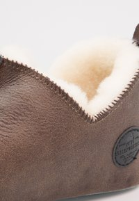 Shepherd - LINA - Slippers - oiled antique - 6