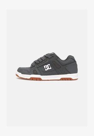 STAG - Sneakers laag - grey/gum