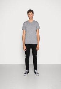 Hollister Co. - 5 PACK  - T-shirt imprimé - white/grey/red/navy texture/black - 5