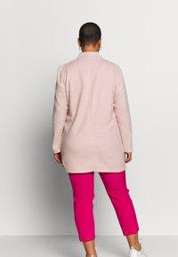 Vero Moda Curve - VMBRUSHED KATRINE  - Krátký kabát - nude - 2