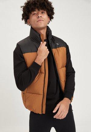 REGULAR FIT - Waistcoat - light brown/black