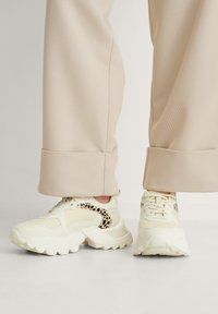 NA-KD - DETAIL TRAINERS - Trainers - white - 1