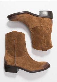 Lazamani - Cowboy/biker ankle boot - cognac - 3