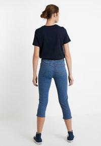 Vero Moda Tall - VMHOT SEVEN SLIT KNICKER MIX  - Denim shorts - medium blue denim - 2