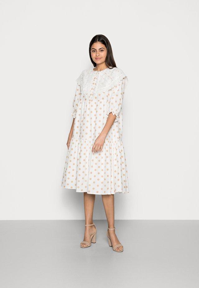 DOTTA DRESS - Skjortekjole - white