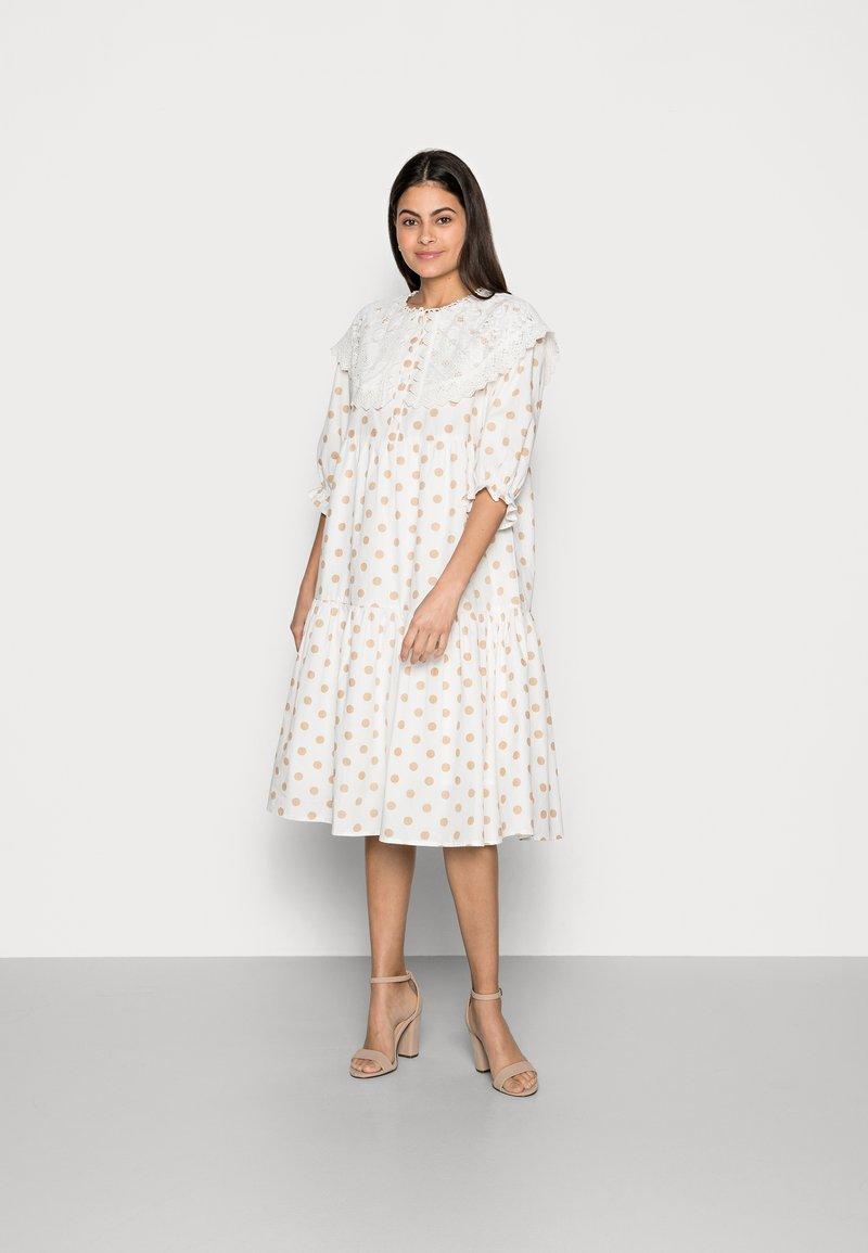 Love Copenhagen - DOTTA DRESS - Skjortekjole - white