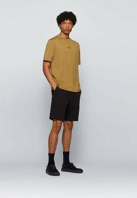 BOSS - Basic T-shirt - beige - 1