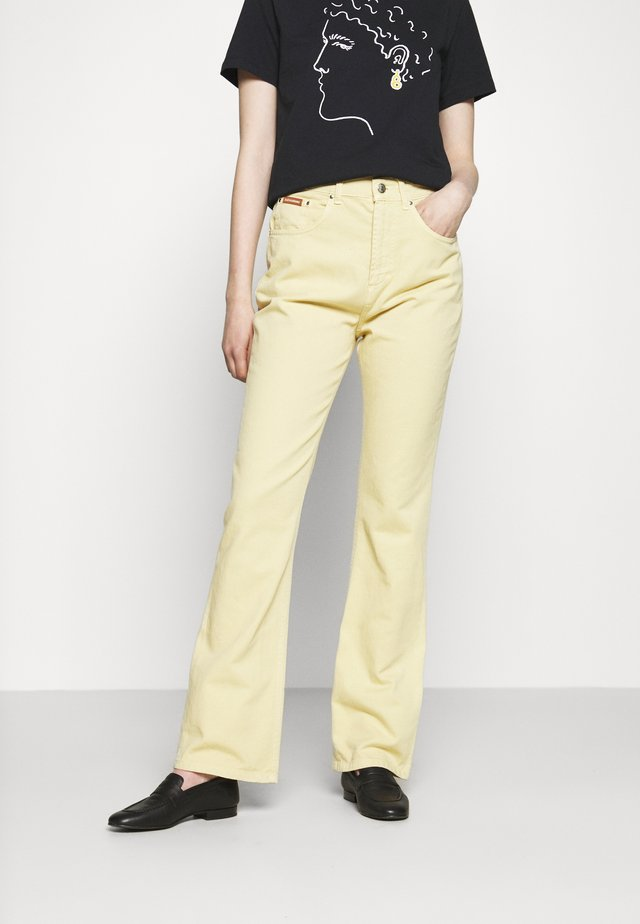 FLARED  - Flared Jeans - faded yellow