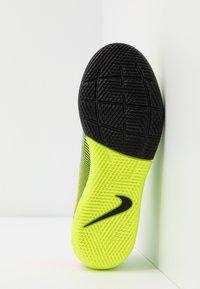Nike Performance - MERCURIAL JR VAPOR 13 ACADEMY IC UNISEX - Halové fotbalové kopačky - lemon/black/aurora green - 5