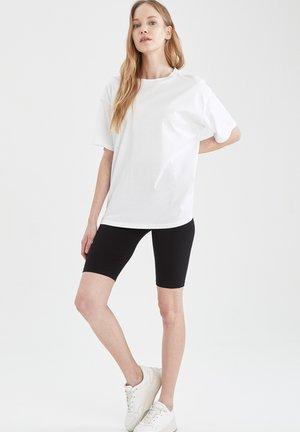 2 PIECE SET - Shorts - white