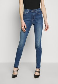 Guess - 1981 - Jeans Skinny Fit - eco feather mid - 0