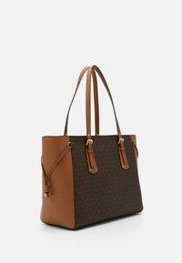 MICHAEL Michael Kors - VOYAGER SEMI LUX  - Handbag - brown/acorn - 3