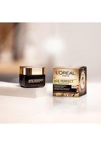 L'Oréal Paris - AGE PERFECT CELL RENAISSANCE DAY 50ML - Face cream - - - 2
