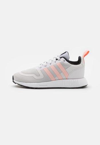 MULTIX  - Sneakers laag - grey one/glow pink/core black
