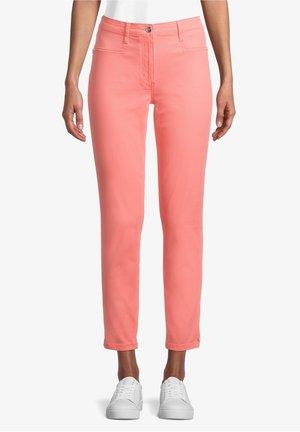 MIT AUFGESETZTEN TASCHEN - Trousers - shell pink