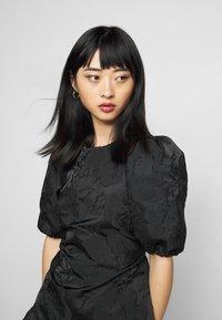Miss Selfridge Petite - DAISY TIERRED MINI DRESS - Vapaa-ajan mekko - black - 3