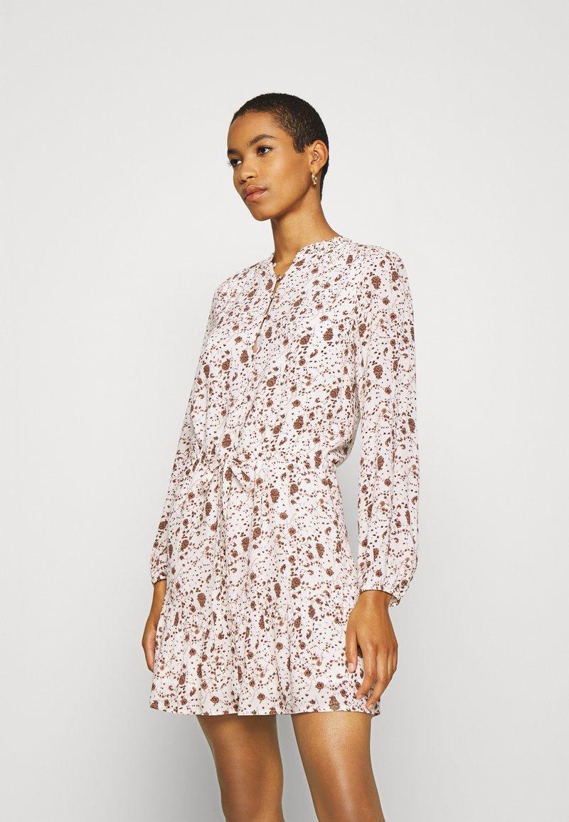 Esqualo - DRESS SMALL FLOWER  - Hverdagskjoler - off-white/light brown