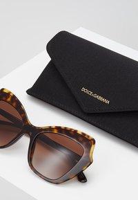 Dolce&Gabbana - Solglasögon - havana - 2